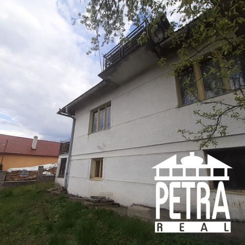 Reality rezervácia : rodinný dom v pôvodnom stave v obci Hrochoť v tichej uličke v centre dediny