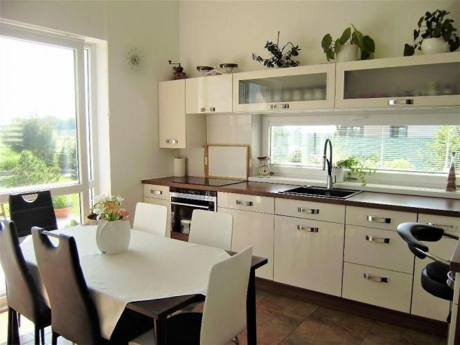 Reality PROMINENT REAL predá moderný 5 izbový rodinný dom v novej časti v Kráľovej pri Senci.