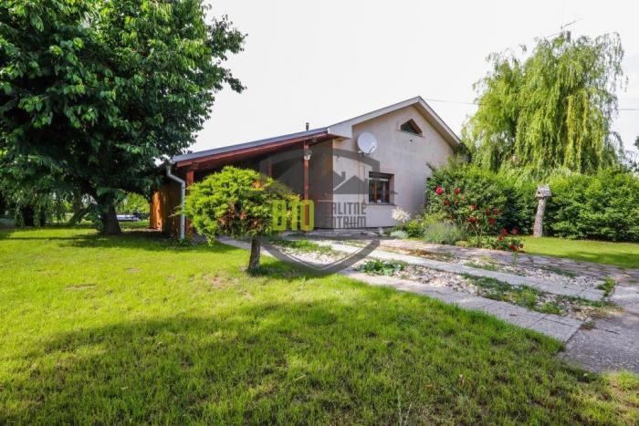 Reality Exkluzívna ponuka rodinného domu s dobrou lokalitou a veľkým pozemkom v Šamoríne