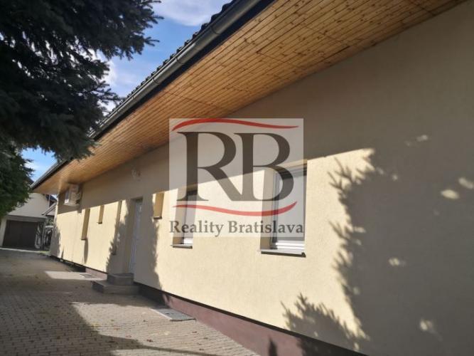 Reality Priestranný rodinný dom 300 m2 pre veľkú rodinku, bez starostí o záhradu