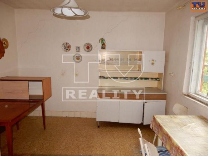 Reality Na predaj 4-izbový rodinný dom 107m2, celkovej ploche 704m2 v obci Malé Kršteňany. CENA: 59 980