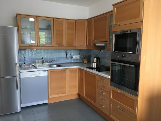 Reality prenájom 4 izbový zariadený rodinný dom s garážou