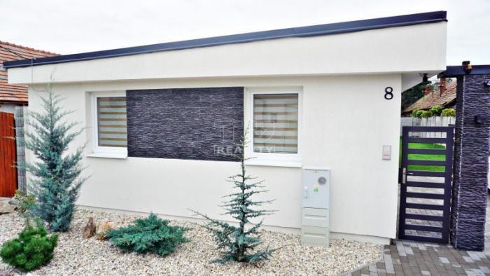 Reality Novostavba 3-izbového rodinného domu vo Dvoroch nad Žitavou, 434m2. CENA: 107 990,00 EUR