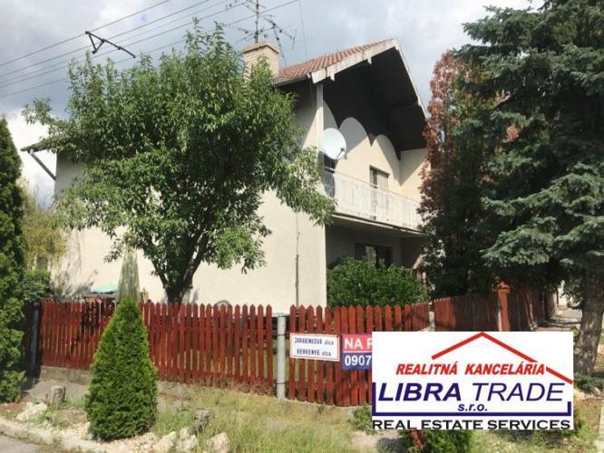 Reality EXKLUZÍVNY PREDAJ - 4 izbový poschodový rodinný dom so skladom v Novej Stráži