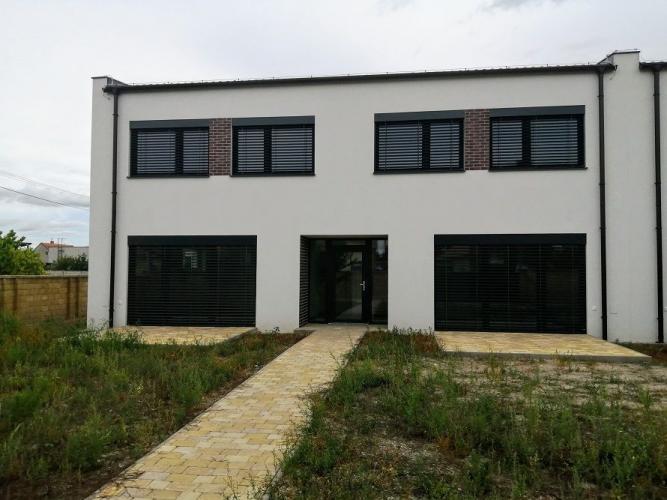 Reality Pekne zhotovené na kľúč 3-izbové rodinné domy s garážami