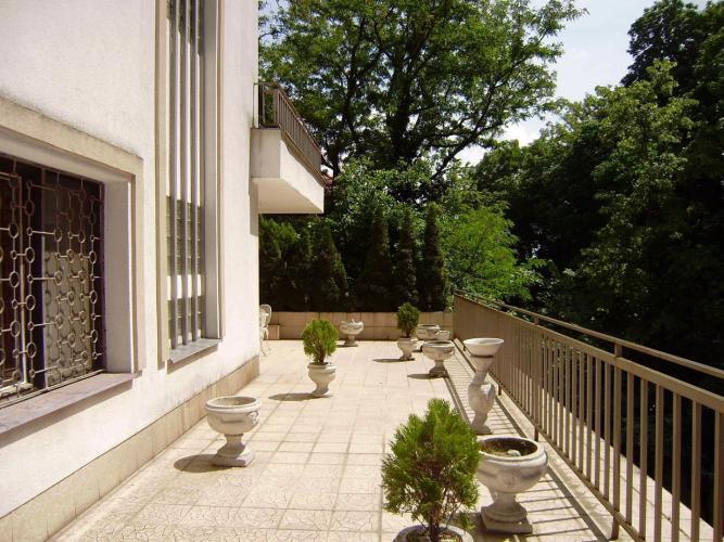 Reality PROMINENT REAL predá 5 izbovú rodinnú vilu v prekrásnom zelenom prostredí pri Horskom parku.