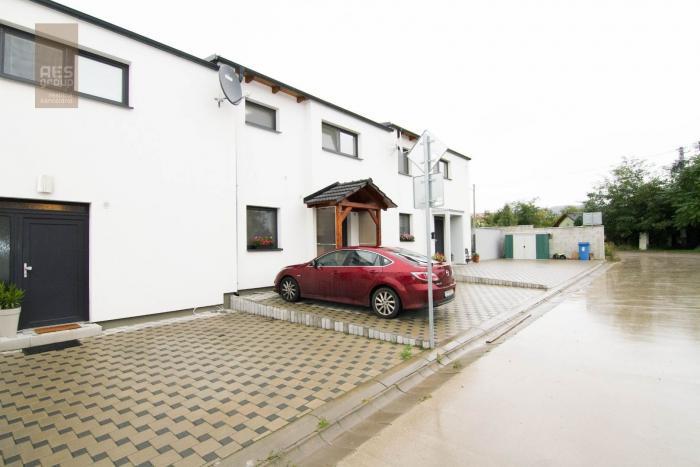 Reality PREDAJ 3 izbový byt v trojdome so záhradkou a parkovaním, Stupava
