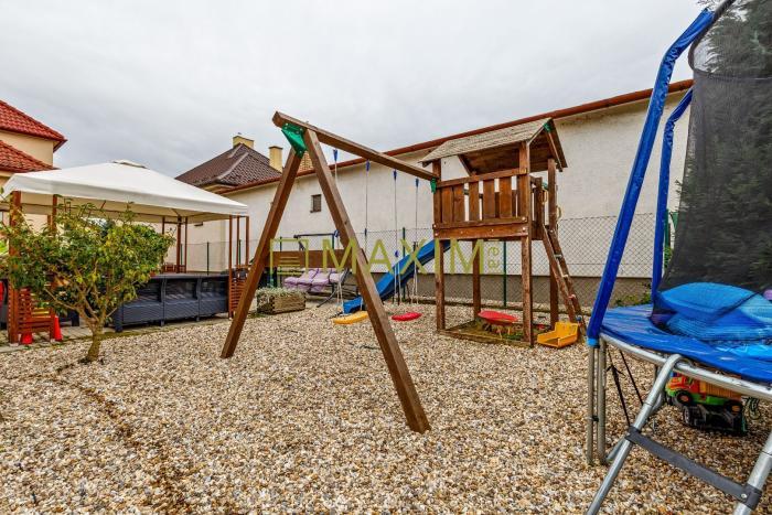 Reality PREDAJ dvoch rodinných domov za cenu jedného v Tomášove ,  vhodné aj ako dvojgenerečné bývan