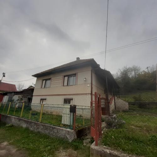 Reality exkluzívne - predaj rodinný dom  Podzámčok