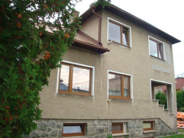 Reality Rodinný dom s garážou/ubytovňa/kancelárie blízko centra v Brezne