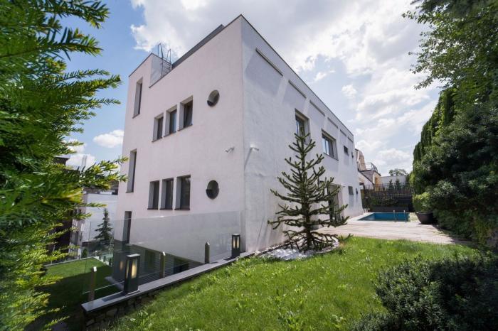 Reality PROMINENT REAL predá luxusnú mestskú vilu s bazénom vo vyhľadávanej lokalite Bratislavy v srdc