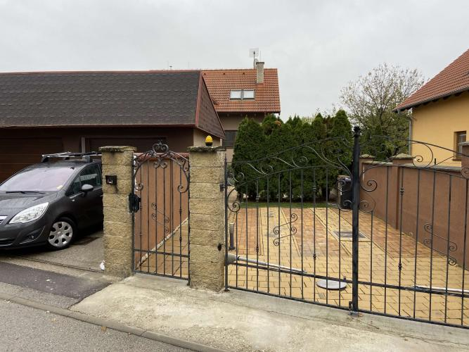 Reality BA II. -  5 izbový rodinný dom s garážou a záhradou