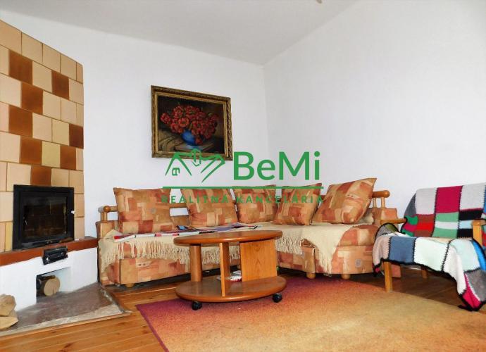 Reality Na predaj nádherný dom po čiastočnej rekonštrukcii v tichom prostredí, obklopený lesom, Gelni