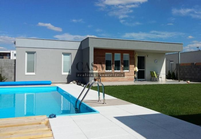 Reality CASMAR REALITY ponúka na predaj veľký 4-izbový dom s bazénom