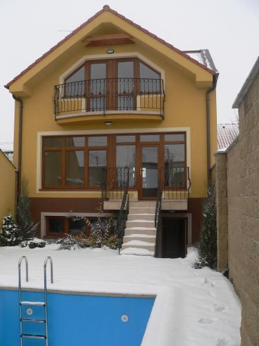 Reality BA II. Na prenájom zariadený rodinný dom v Ruzinove