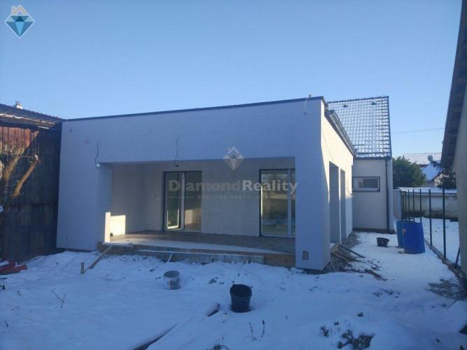 Reality Na predaj 3 izbový murovaný rodinný dom, Hlohovec
