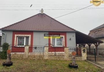 Reality Výborná ponuka! Pekný zrekonštruovaný 3 izbový rodinný dom Marcelová
