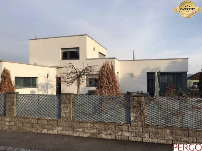 Reality Moderný rodinný dom so záhradou vo Wolfsthal