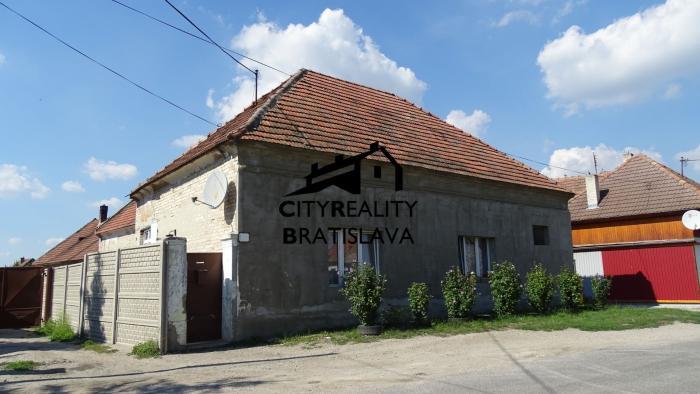 Reality Na predaj trojizbový starší rodinný dom v rekonštrukcii