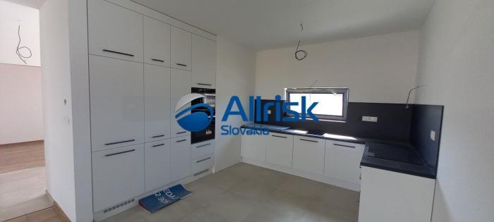 Reality REZERVOVANÝ! Pekná novostavba 3-izbového rodinného domu v ŠTANDARDE