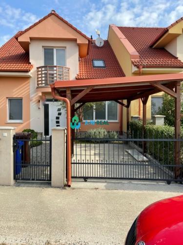 Reality Novostavba 3-izbový dom v lukratívnej časti Dunajskej Stredy, 3D obhliadka, video s 3D pôdorysom