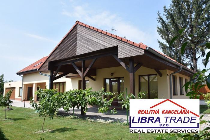 Reality NASŤAHUJ SA! PREDAJ - Luxusný 5 izbový kompletne prerobený rodinný dom s dvojgarážou, v Zemia