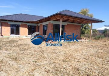 Reality REZERVOVANÉ - Rozostavaný Rodinný dom v obci TOMÁŠOV - Nová zástavba RD