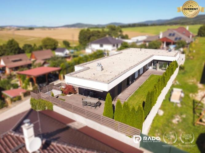 Reality IBA U NÁS!!! Rodinný dom ako z Holywoodu, Mníchova Lehota - Trenčín