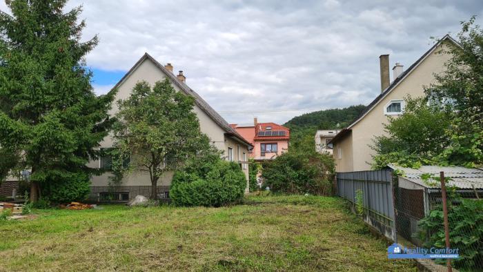 Reality NA PREDAJ, rodinný dom, 6 izieb,  pozemok 767 m2, obec Košeca