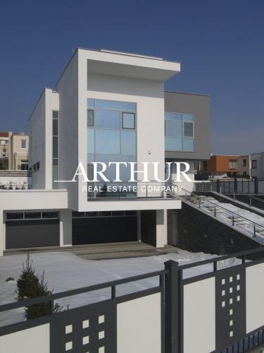 Reality ARTHUR - Veľká rodinná vila, 7 izieb, BA-Nové mesto, časť Stráže - PRENÁJOM