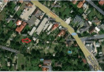 Reality Starší RD vo Vrakuni, pozemok 533 m2 - projekt so stavebným povolením