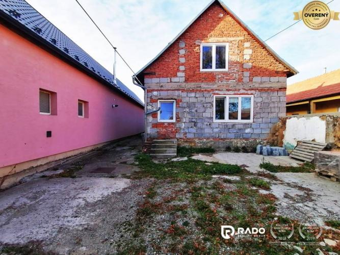 Reality Rozostavaný rodinný dom s pozemkom 692m2 v dedinke Dolná Súča, TN