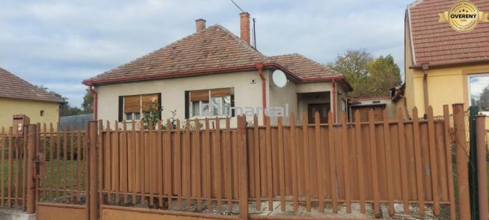 Reality Exkluzívne - Rodinný dom v obci Radošovce