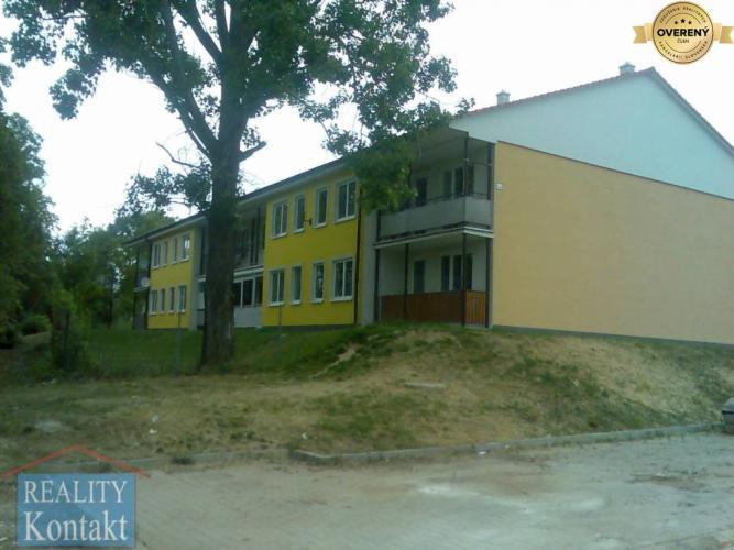 Reality Hľadám dom alebo byt v Nových Zámkoch a okolí do prenájmu.