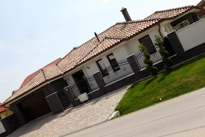 Reality Luxusná vila - novostavba - výborná investícia