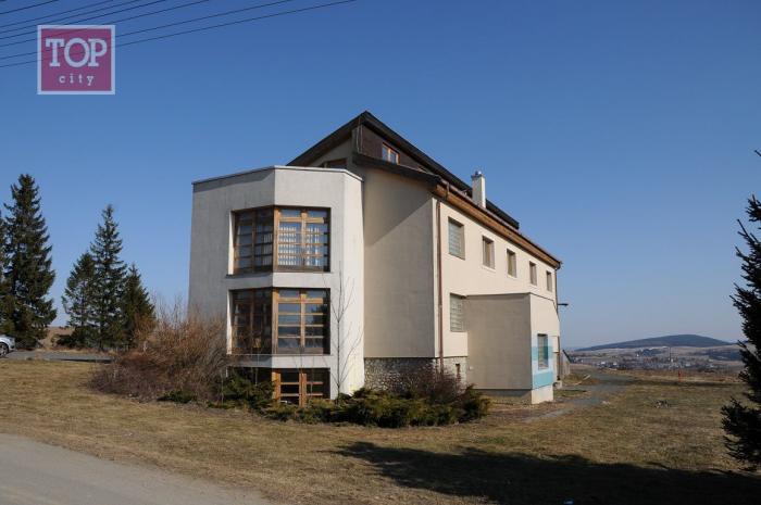 Reality Predaj Poprad-Hozelec multifunkčný - prevádzkový objekt 896 m2,pozemok 620 m2.