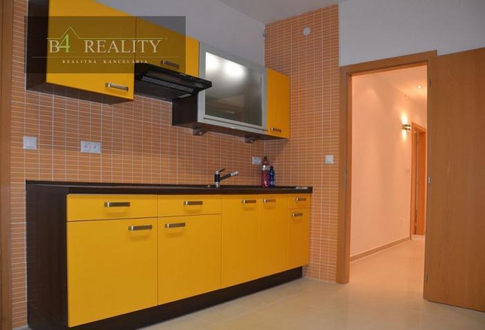 Reality Komerčné priestory, 80 m2 + 1 parkovacie miesto, Trenčín, Legionárska ul./ širšie centrum
