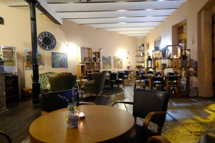 Reality Štýlová kaviareň a bar s letnou terasou v centre mesta, ul. Zvonárska
