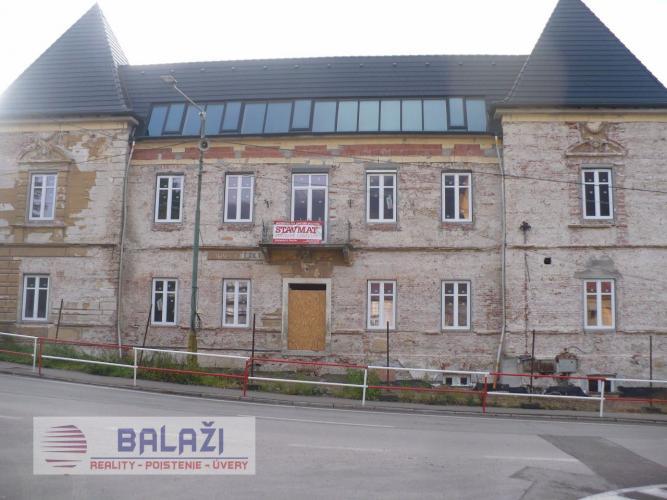 Reality Trenčianské Teplice - na predaj polyfunkčná budova.