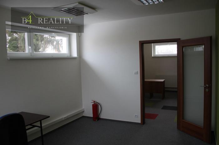 Reality Zrekonštruované kancelárske priestory, 30 m2, 1x parkovacie miesto, Trenčín, Bratislavská ul.
