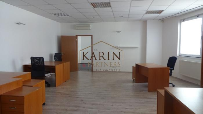 Reality Kancelársky priestor 94 m3 - 3 prepojené kancelárie s kúpeľnou, ul. Martinčekova, BA - Ružino