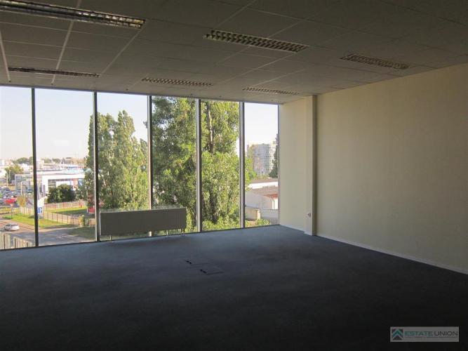 Reality Prenajmem slnečné kancelárske priestory na Starej Vajnorskej v budove s klimatizáciou a strážn