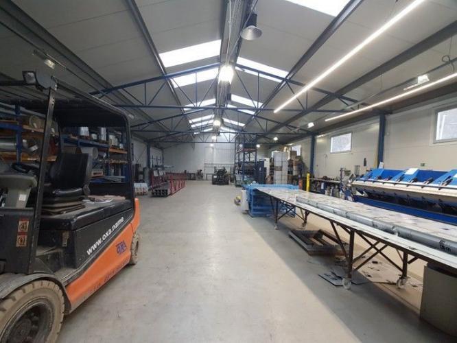 Reality Ponúkame na predaj areál s výrobnou halou a kanceláriami, v priemyselnej zóne Považských stro