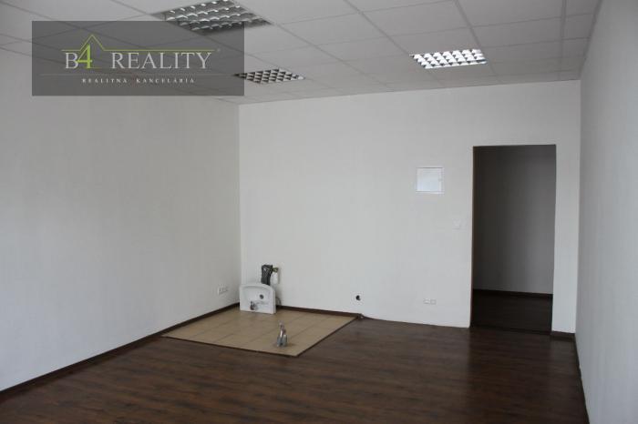 ad28ee9f0 Reality Prenájom: obchodný priestor 38 m2, novostavba, Dubnica nad Váhom /  Pod Hájom