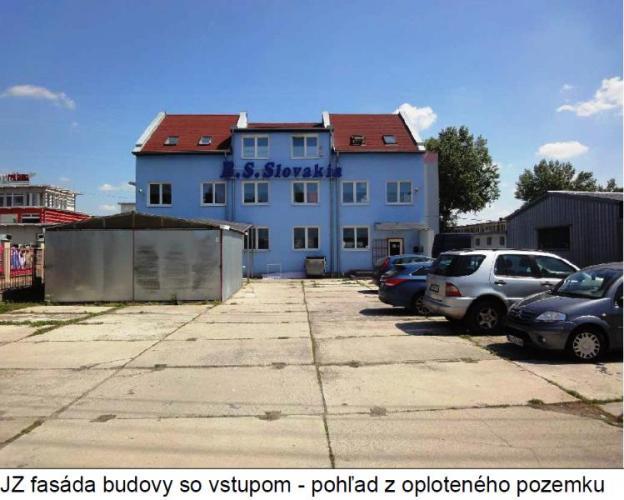 Reality Predaj priemyselného areálu na pozemku 2321 m2 s 3podlažnou budovou