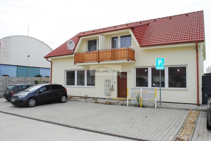Reality Predaj Kancelárie 130m2 s parkovaním v tichej lokalite na začiatku obce Rovinka.