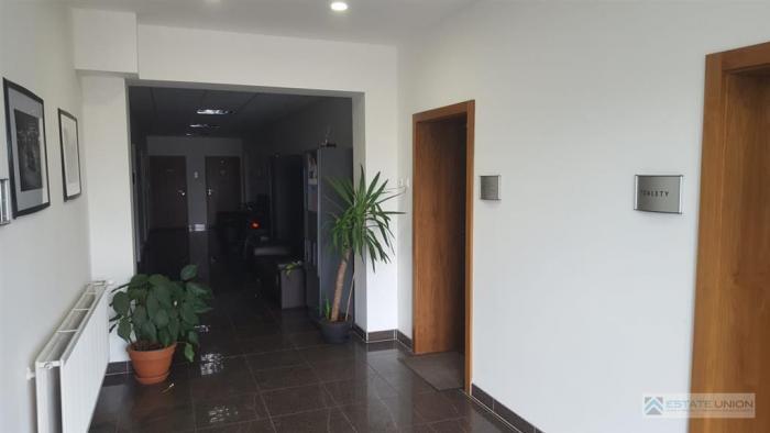 Reality Prenajmem kanceláriu v JAROVCIACH vstráženom areáli. Veľkosť 15,10m2.