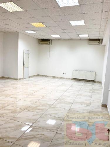 Reality Lukratívne klimatizované obchodné priestory v centre Topoľčian