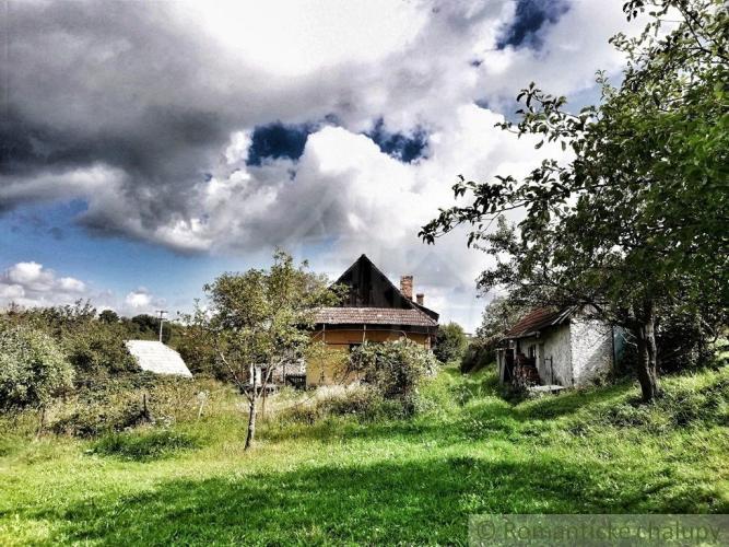 Reality NOVÁ LEPŠIA CENA!! Pôvodný gazdovský dom s viac než 15 ha pozemkami na polosamote