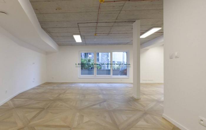 Reality Predaj-kancelársky priestor v centre/open space, 91,5 m2, parkovanie